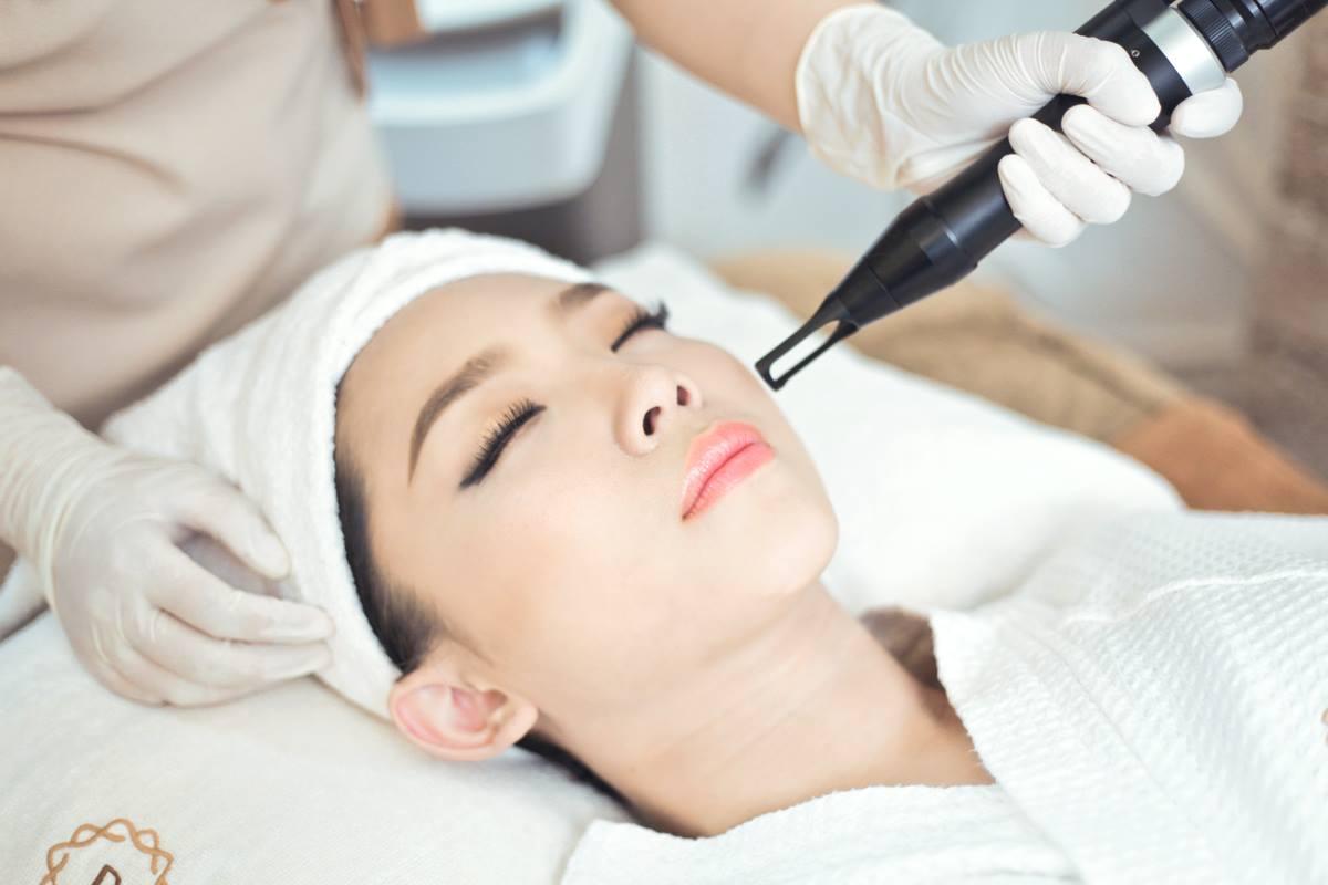 LC0 Trẻ hoá, làm sáng da với Laser Carbon và các yếu tố tăng trưởng tế bào
